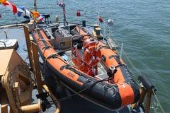 ASIS straży przybrzeżnej Sztywno Nadmuchiwana łódź aboard Stany Zjednoczone straży przybrzeżnej krajacz Naprzód Fotografia Royalty Free