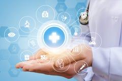 Asistencias médicas bajo la forma de sistema de símbolos Foto de archivo libre de regalías