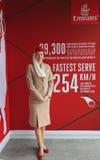 Asistente de vuelo de las líneas aéreas de los emiratos en él cabina de las líneas aéreas de los emiratos en Billie Jean King Nat Imágenes de archivo libres de regalías