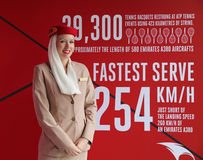 Asistente de vuelo de las líneas aéreas de los emiratos en él cabina de las líneas aéreas de los emiratos en Billie Jean King Nat Fotografía de archivo libre de regalías