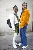 Asistentes elegantes que recolectan fuera de 180 el filamento para el London Fashion Week fotografía de archivo libre de regalías