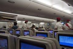Asistentes y pasajeros de vuelo a bordo Fotografía de archivo