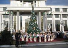 Asjabad, Turkmenistán - circa diciembre de 2014: La demostración del día de fiesta encendido Imagen de archivo libre de regalías