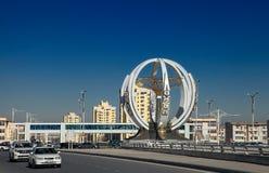 ASJABAD, TURKMENISTÁN, el 25 de enero de 2017: Arquitectura moderna o Imágenes de archivo libres de regalías