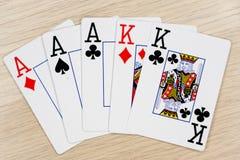 Askönige des vollen Hauses - Kasino, das Schürhakenkarten spielt stockfotos
