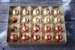 Ask av choklader royaltyfri bild