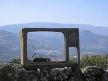 Ask av en övergiven television utan kine-räckvidd arkivbilder