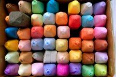 Ask av färgrik krita för att skapa trottoarkonst Royaltyfria Foton