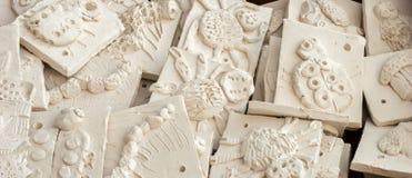 Ask av keramiska tegelplattor som är klara att glasas Royaltyfria Foton