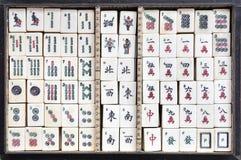 Ask av Mahjong tegelplattor fotografering för bildbyråer