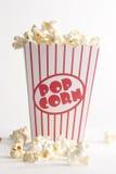 Ask av popcorn Royaltyfri Fotografi