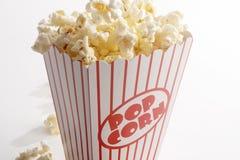 Ask av popcorn Arkivbilder