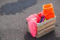Ask av utrustning som är klar för en lek av ultimat fotografering för bildbyråer