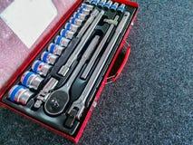 Ask - behållare, garage, Chrome, metall, arbetshjälpmedel royaltyfri bild