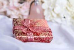 ask blommor, vanlig hortensia, gåva, vit, torkduk, stearinljus royaltyfri foto