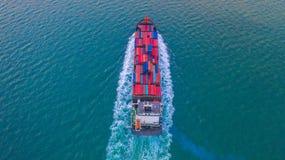 Ask för behållare för behållareskepp bärande för import- och exportaffären som är logistisk och trans. med behållareskeppet i det arkivfoto