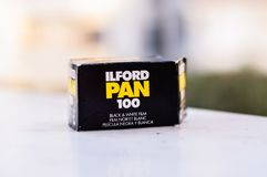 Ask för film för Ilford panna 100 svartvit 35mm Arkivbilder