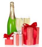 Ask för gåva tre och flaska av champagne royaltyfria bilder