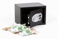 Ask för säker insättning, hög av kontanta pengar, euro Fotografering för Bildbyråer