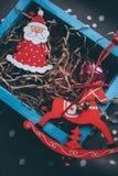 Ask för yearblue för garnering för träd för julSanta Claus leksaker ny arkivfoto