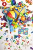 Ask med leksaker Arkivfoto