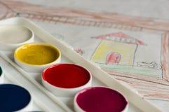 Ask med målarfärger för vattenfärg Royaltyfria Bilder