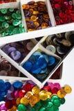 Askar av färgglade knappar Fotografering för Bildbyråer