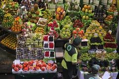 Askar för tropisk frukt på Sao Paulo Market Arkivfoton