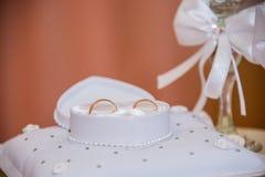 asken ringer bröllop Arkivbilder