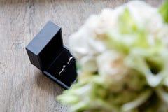 asken ringer bröllop arkivfoto