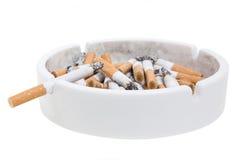 Askfat och cigaretter Arkivbilder