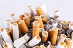 Askfat och cigaretter Fotografering för Bildbyråer