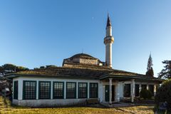 Aslan市城堡的巴夏清真寺惊人的日落视图约阿尼纳,伊庇鲁斯同盟,希腊 免版税库存照片