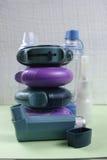 Asma, allergie, conceito do relevo da doença, inalador do salbutamol Fotografia de Stock