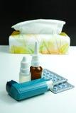 Asma di sollievo, allergia, influenza, concetto di febbre, farmaco e pape Immagine Stock Libera da Diritti