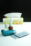 Asma di sollievo, allergia, influenza, concetto di febbre, farmaco e pape Fotografie Stock Libere da Diritti