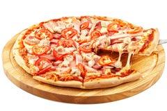 Asortowana Mięsna pizza, mozzarella, wieprzowina, wołowina, bekon, kurczak pierś, pomidory Zdjęcia Royalty Free