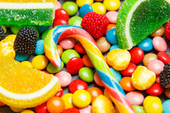 Asortowana mieszanka różnorodni cukierki i galarety obraz royalty free