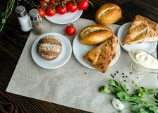 Asortowani chlebowi i czereśniowi pomidory Obrazy Stock