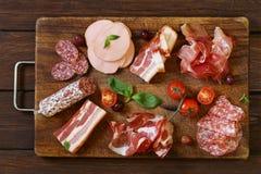Asortowani delikatesów mięsa - baleron, kiełbasa, salami, Parma, prosciutto Obrazy Royalty Free