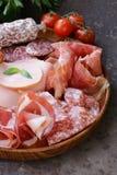 Asortowani delikatesów mięsa - baleron, kiełbasa, salami, Parma, prosciutto Obraz Royalty Free
