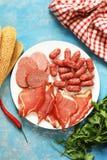 Asortowani delikatesów mięsa - baleron, kiełbasa, salami, prosciutto Zdjęcia Stock
