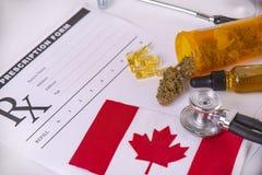 Asortowani medyczni marihuana produkty z kanadyjczyk flagą obrazy stock