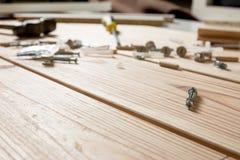Asortowani Woodwork, ciesielki i budowy narzędzia, sosnowy drewno Fotografia Stock