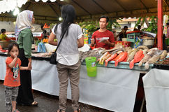 Asortowany typ piec na grillu owoce morza ryba dla gościa restauracji przy Kot Kinabal Fotografia Stock