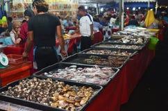 Asortowany typ piec na grillu owoce morza ryba dla gościa restauracji przy Kot Kinabal Obrazy Royalty Free