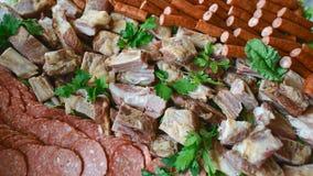 Asortowanych delikatesów Zimni mięsa na talerzu Selekcyjna ostrość Cateringu pojęcie Autentyczny stylu życia wizerunek obraz royalty free