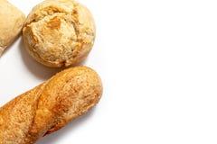 Asortyment banatka piec chleb z z?ot? skorup? na bia?ym tle z kopii przestrzeni? fotografia royalty free