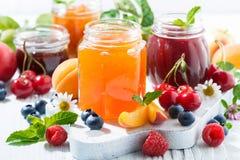Asortyment cukierków dżemy i sezonowe owoc, zbliżenie Obraz Stock