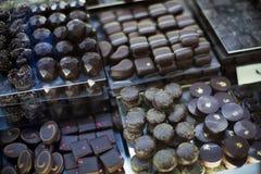 Asortyment czekolady z ganache i pralines plombowaniami Fotografia Stock